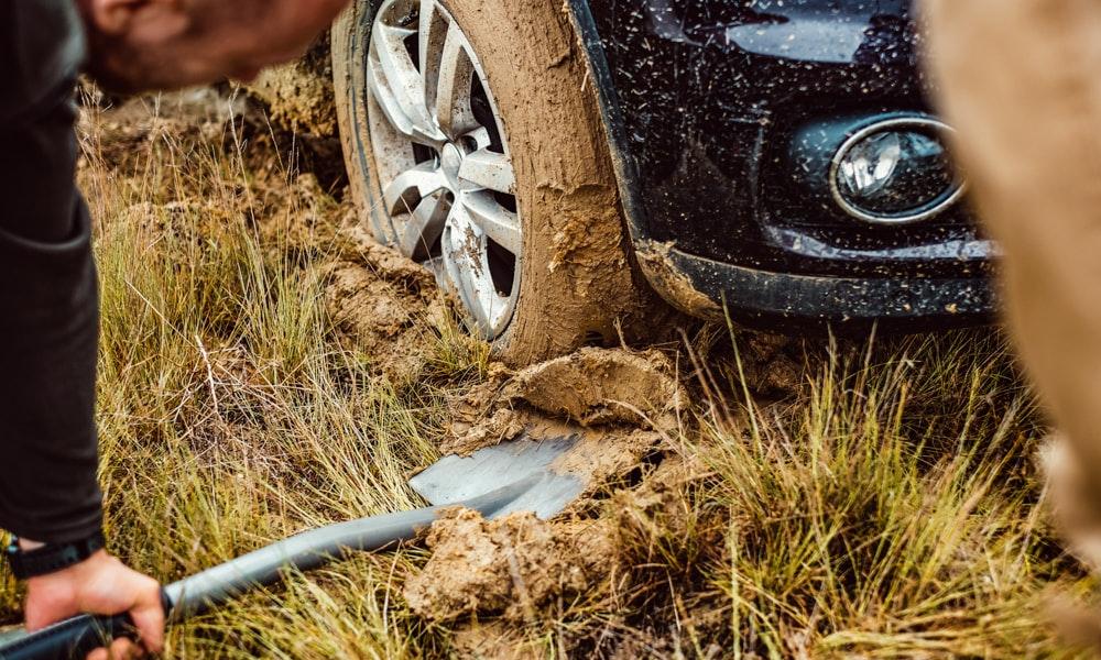 outdoria-six-camping-essentials-blog-list-shovel-mud-4wd-digging-jpg