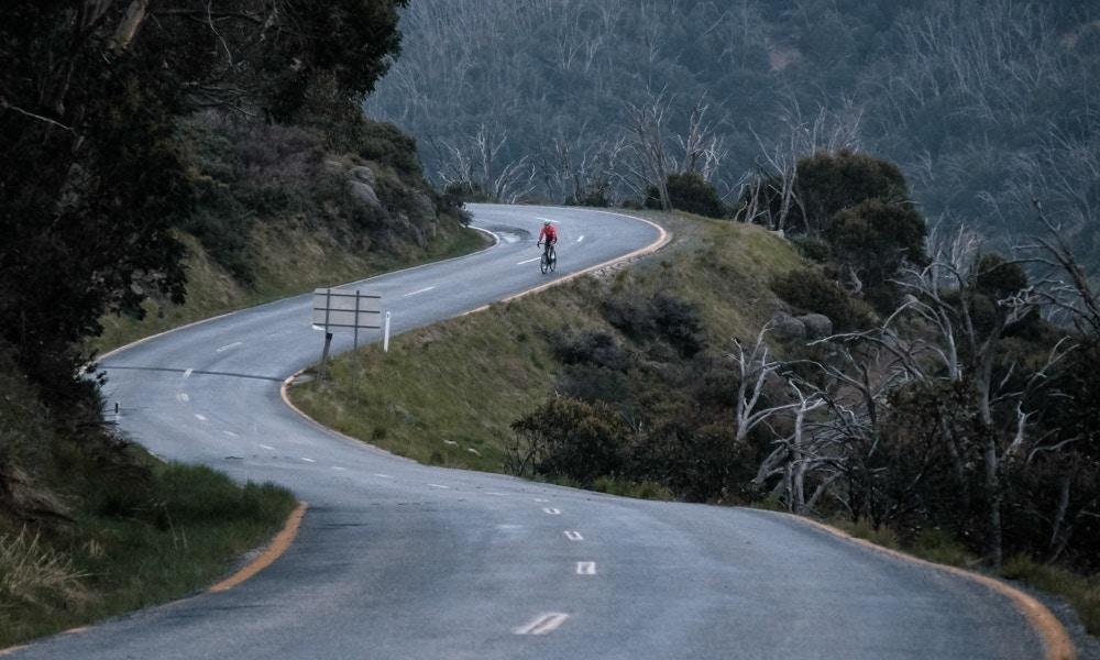 Todo lo que Necesitas para Montar en Bicicleta Bajo la Lluvia y el Frío