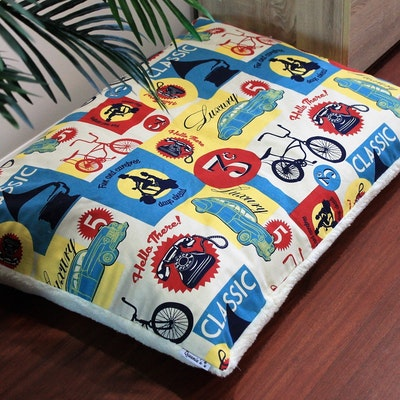 "Queenie's Pawprints Eco Pet Bed ""Perfect Snooze Cushion"" - Retromania"