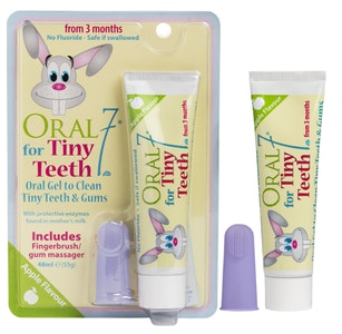 Oral 7 Tiny Teeth Oral Gel + Fingerbrush Pack