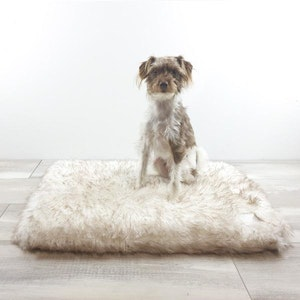 DoggyTopia L'amour Orthopedic Dog Mat - White & Brown Fur Tips