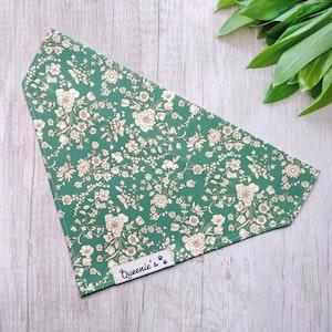 "Queenie's Pawprints Eco Bandana ""Spring Meadows"" for cats - Through collar fit"