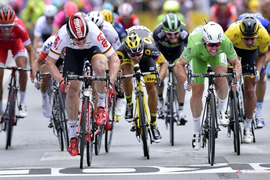 Cavendish Takes Photo Finish and Stage 3 Win