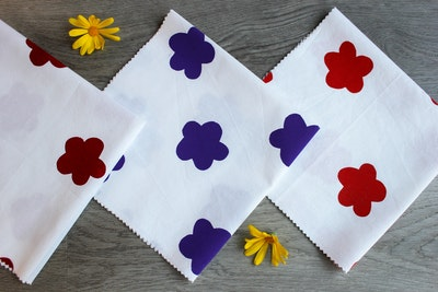 Julevidge Boomerang eco fabric gift wrap (flower design)
