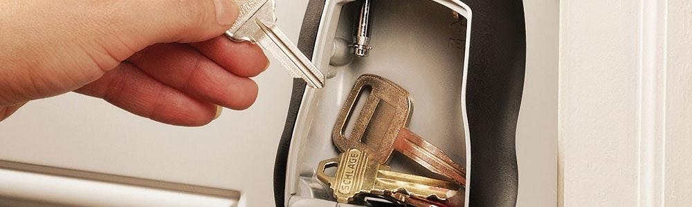 keys-in-open-keybox-jpg