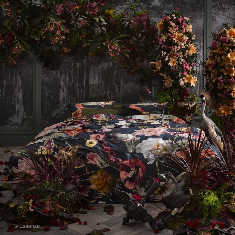 Rijkelijk interieur met schilderachtige bloemenprints