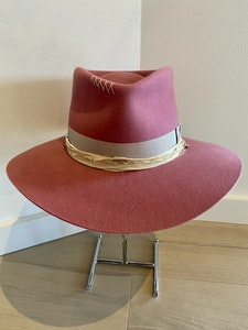 PHYLLI DESIGNS BY LAURA HALL - Strickland Hat ROSE PINK