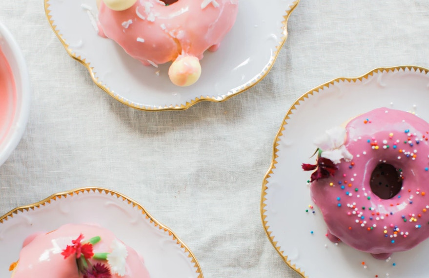 DIY PRETTY PINK DOUGHNUTS