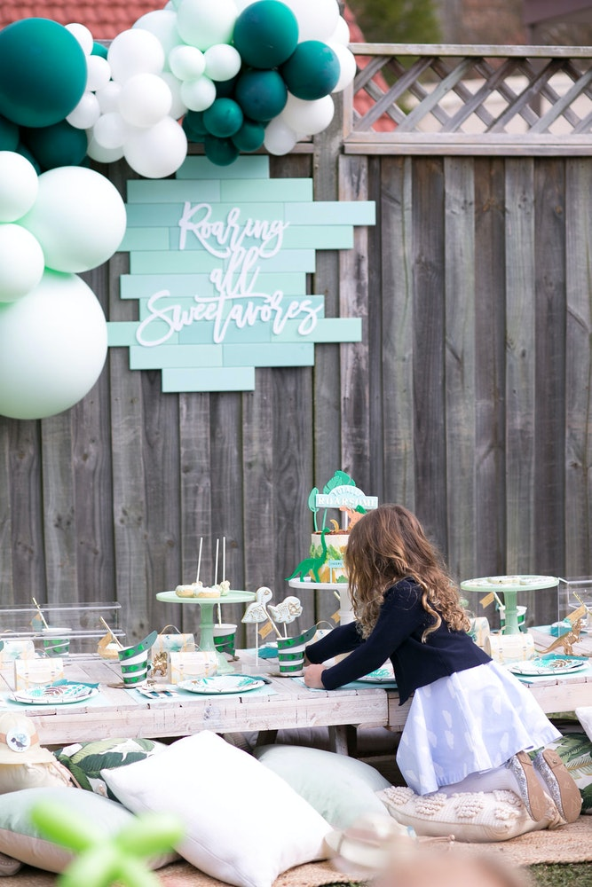 How to host the ultimate dinosaur themed kids birthday party
