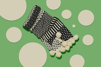 Global Sisters Shop Pompom Wool Blanket