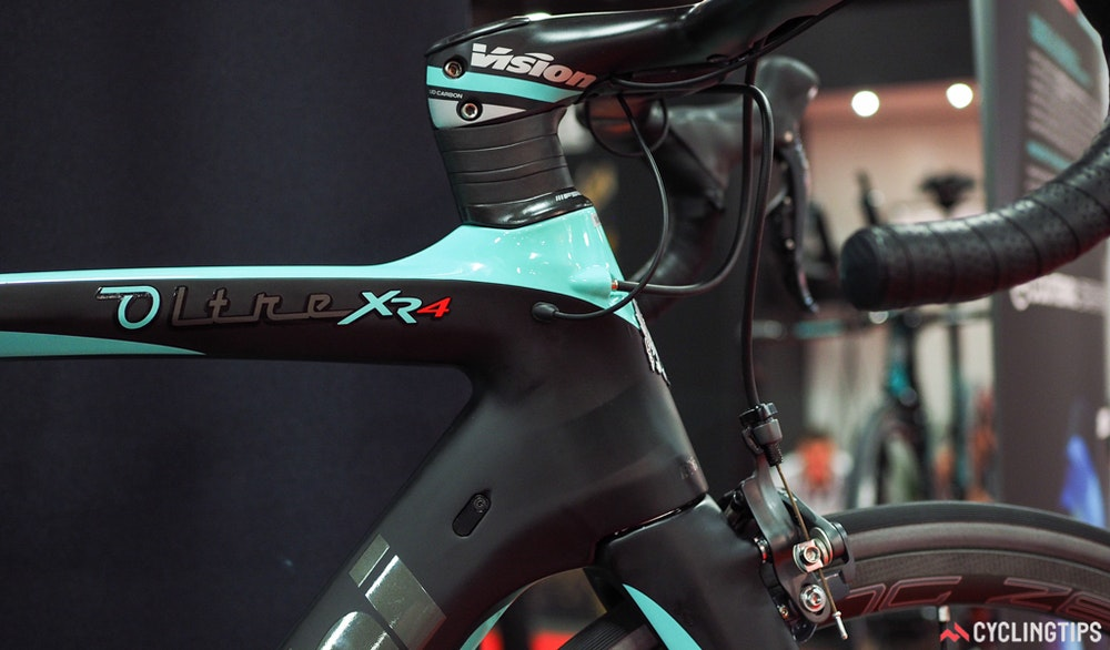 Bianchi oltre xr4 cable routing InterBike 2016 CyclingTips 43062