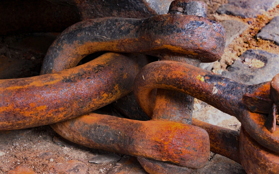 go-see-australia-d-shackle-confusion-rust-broken-old-unsafe-2-jpg