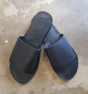 b + h Women's Flat Slip On Sandals Black