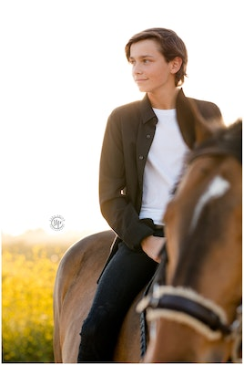 black-background-horse-rider-equine-photographer-southern-california-sara-shier-photography-socal-equestrian-cowgirl-orange-county-portraits_0391-jpg
