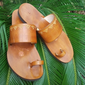 Indian Style Embossed Leather Sandal, Choice of Color & Size, Pointed or Round Toe Shape, Women's Slide Sandal, Toe Loop Sandal, Comfortable