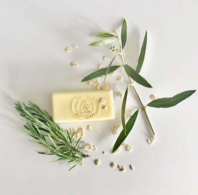 Art'N Green Doggie Bag Castile Soap, with Extra Virgin Tasmanian Virgin Olive Oil, Gentle Colloidal Oatmeal and Rosemary Essential Oil.