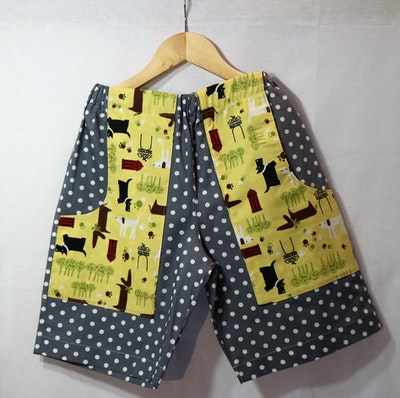 Handgrown Threads Shorts - Size 10 - Dog in the Park pockets