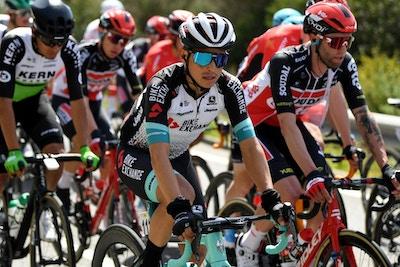 Chaves se prepara para ir por la general asumiendo el liderazgo del Team BikeExchange en la Vuelta País Vasco 2021