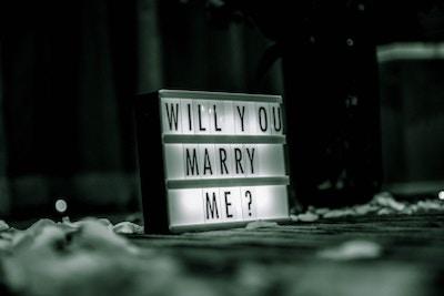 Plane einen Heiratsantrag, der zu euch passt