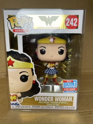 POP! Wonder Woman (#243) 2018 Fall Convention w/ Pop Protector
