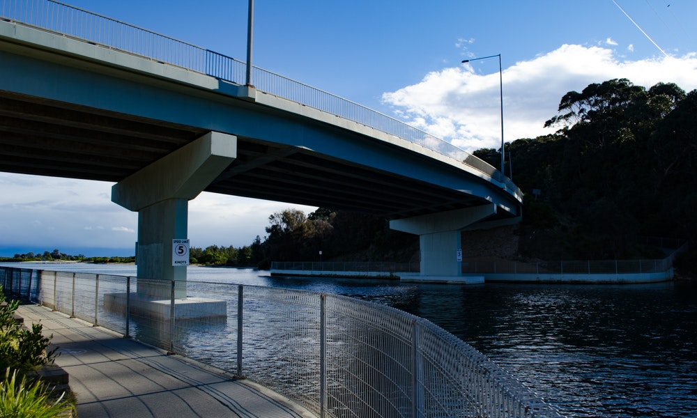 outdoria-lakes-entrance-local-fishing-advice-north-arm-bridge-princess-highway-railing-2-jpg
