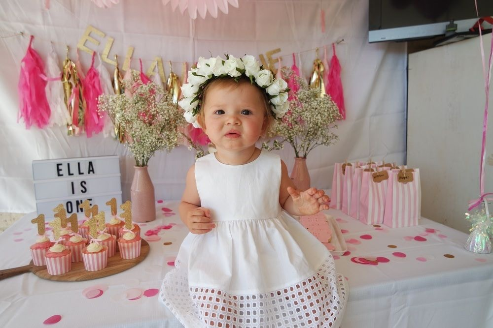 ELLA'S FIRST BIRTHDAY