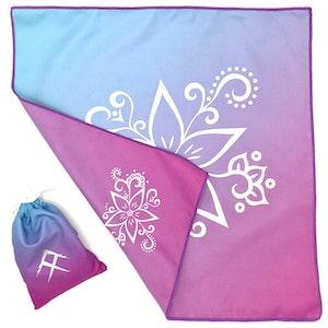 Tuvigo - Trendy Tiny Towel in a Pouch. Design: Romana's Flower