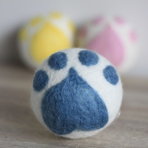 """Queenie's Pawprints Natural Wool Hand-felted Toy """"Paw Ball"""" - Blue"""