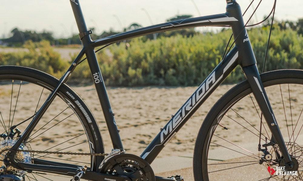 urban-vs-flat-bar-vs-hyrbid-bikes-flat-road-geometry-jpg