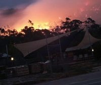 Parkgate Resort, Halls Gap, gets a ringside seat at the fires, pic. Samantha Magill