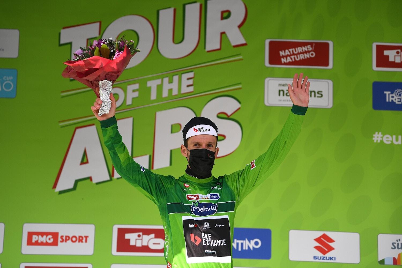 Yates se Luce con una Increíble Victoria General en el Tour de los Alpes