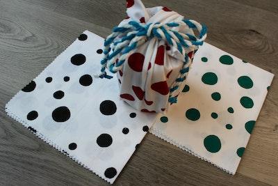 Julevidge Boomerang eco fabric gift four wraps bundle (dots design).