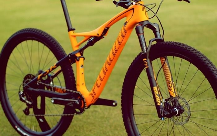 2 display Specialized 2015 Mountain Bike