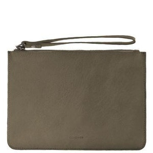 COBB & CO MOSSMAN LEATHER CLUTCH - OLIVE