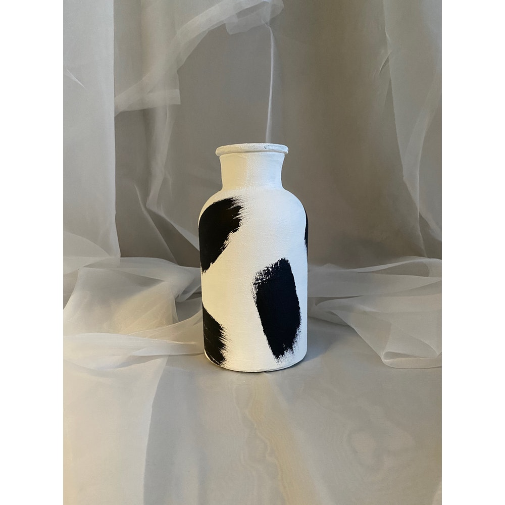 Sixteen Luxe Handpainted 20cm White Textured Vase With Black Strokes