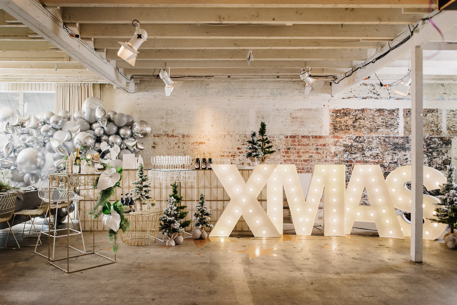 A CHARMING WINTER CHRISTMAS PARTY