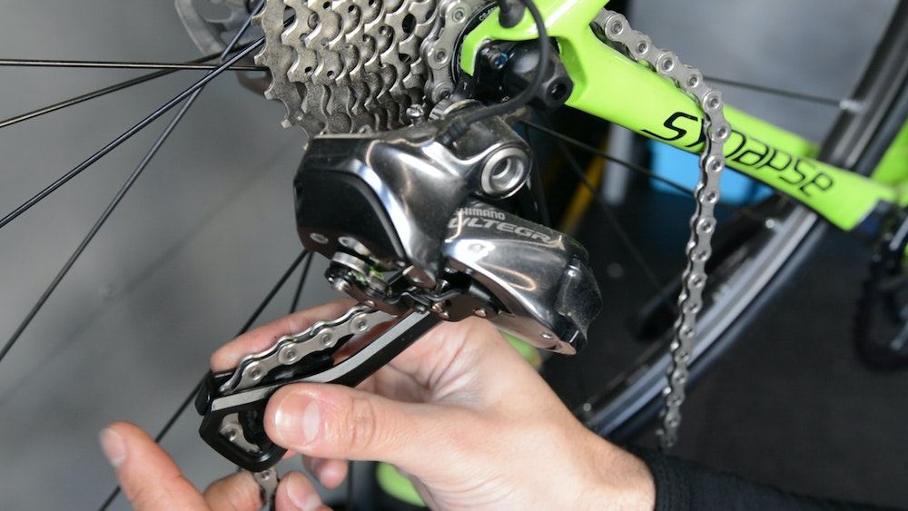 How to Fit and Change a Chain BikeExchange 2017 fed rear derailleur