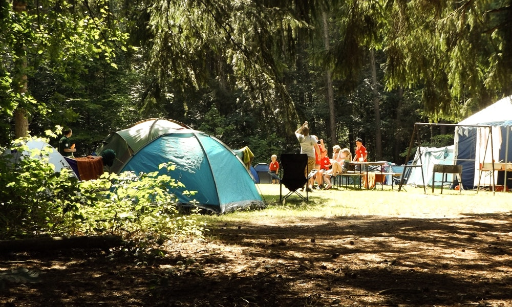 13-tips-summer-camping-guide-campsite-group-shade-jpg