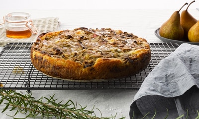 Hygge Rhubarb and Custard Cake Recipe