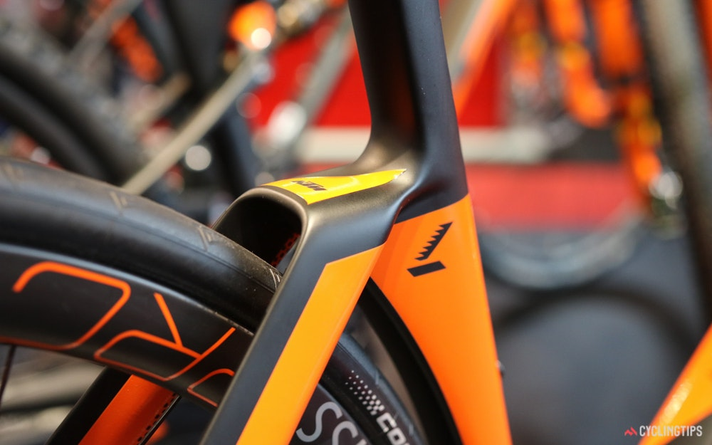 ktm-revelator-lisse-prestige-carbon-rear-end-jpg