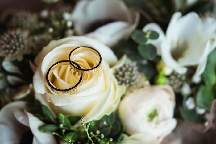 nachhaltig-heiraten-dienstleister-styled-shoot-eheringe-jpg
