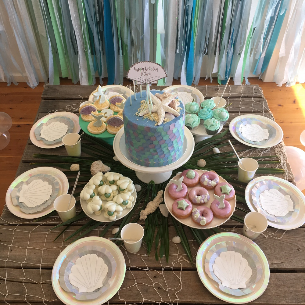 FLORENCE KNOWS HOW TO THROW A MERMAID PARTY