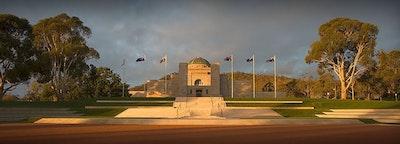 AUSTRALIAN WAR MEMORIAL - Acrylic Desk Block