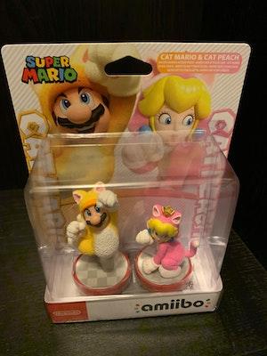 Amiibo - Cat Mario & Cat Peach