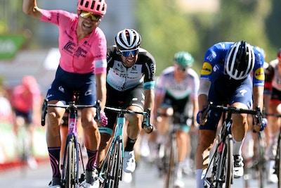 Team BikeExchange Lidera la Persecución para llevar a Matthews al Tercer Lugar en una Desafiante Etapa 12 de La Vuelta