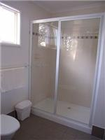 Ensuite bathroom, modern cabins, One Mile Beach Holiday Park, Port Stephens