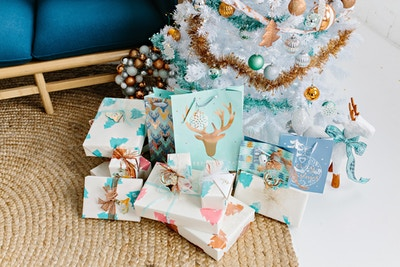 #MAKEITCRAFTY WITH SPOTLIGHT: CHRISTMAS WRAPPING PAPER DIY