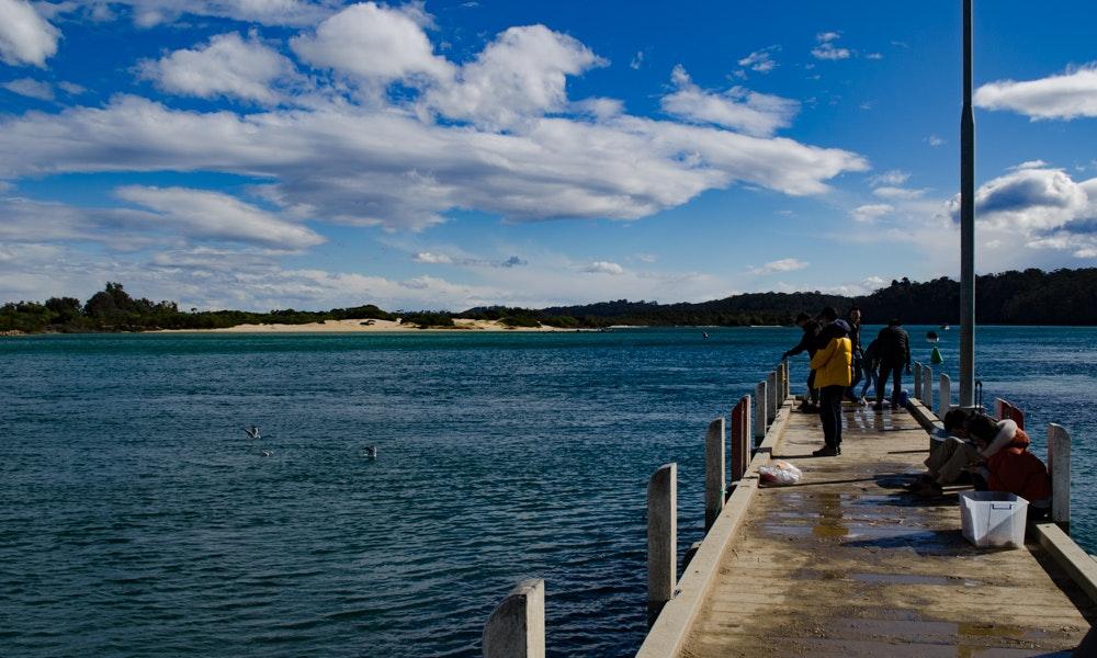 outdoria-lakes-entrance-local-fishing-advice-bullock-island-reeve-landing-jetty-fishing-2-jpg