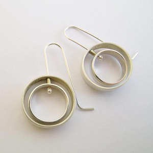 Round Moving Earrings