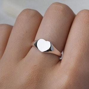 MIDSUMMER STAR AMORE SIGNET RING - Sterling Silver